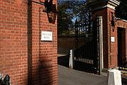 Kensington Palace is een koninklijke residentie in de Kensington Gardens in de Royal Borough of Kensington and Chelsea in Londen, Engeland. Tot 1997 was het de officiële residentie van Diana, Prinses van Wales en  tegenwoordig is het de officiële verblijfplaats van William  en Catherine , Harry en Meghan.