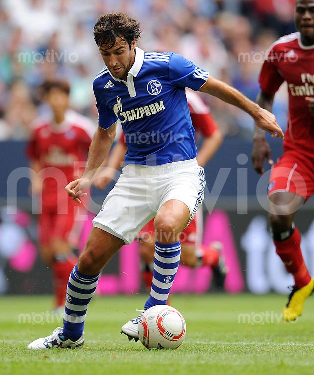 FUSSBALL   LIGA TOTAL CUP 2010   1. HALBFINALE FC Schalke 04 - Hamburger SV            31.07.2010 RAUL (FC Schalke 04) Einzelaktion am Ball