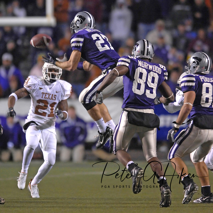 Kansas State's Jordy Nelson (27) recover a Texas onside kick-off late in the fourth quarter at Bill Snyder Family Stadium in Manhattan, Kansas, November 11, 2006.  The Wildcats upset the 4th ranked Longhorns 45-42.<br />