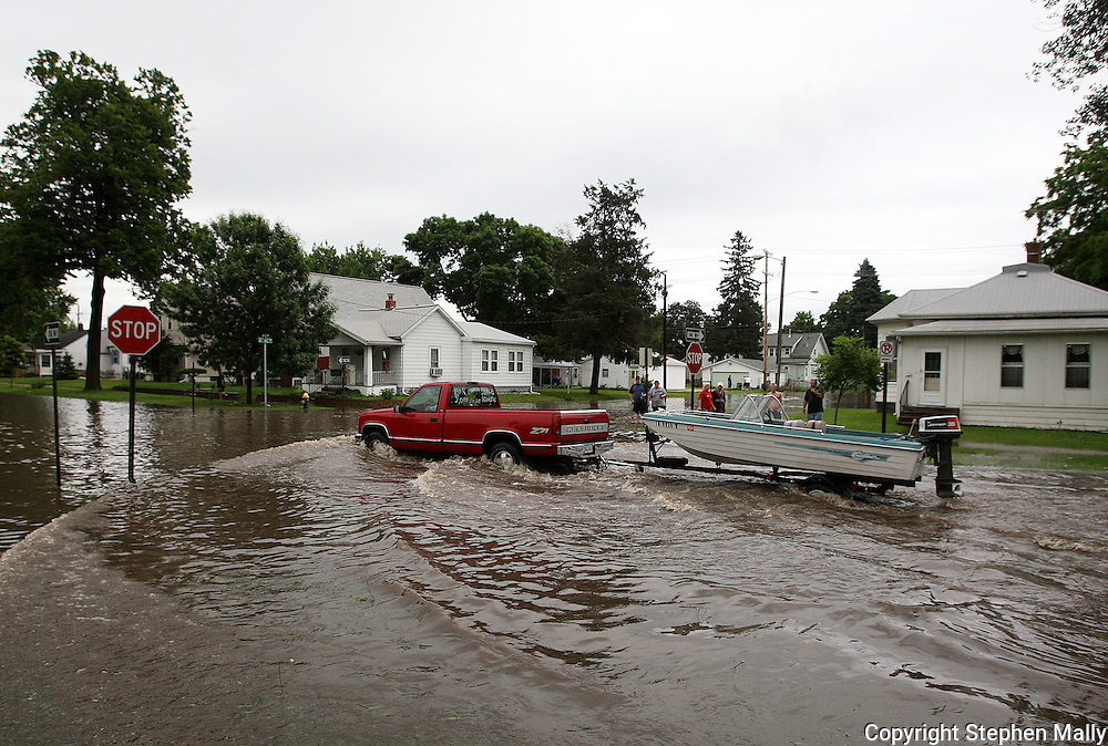 Massive flooding has covered the Midwest section of the United States. In Cedar Rapids, Iowa over 400 blocks were underwater. Other towns are now bracing for the water as it continues downstream.///A pickup truck pulling a boat drives through a flooded intersection in Cedar Rapids, Iowa.