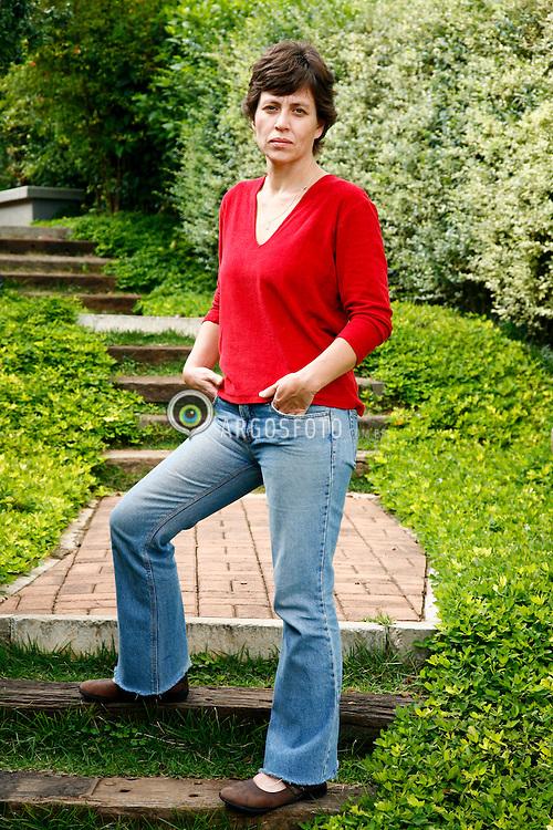 Retrato de mulher no jardim