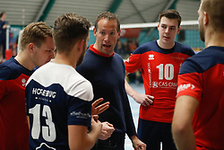 20181124 NED: Volleyball Top League ZVH - VCV: Zevenhuizen<br />Kristian van der Wel, headcoach of CAS CRM ZVH, Benjamin Parkinson (10) of CAS CRM ZVH<br />©2018-FotoHoogendoorn.nl / Pim Waslander