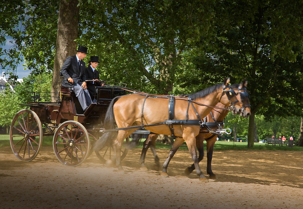 horse and carriage in hyde park with two people in traditional dress