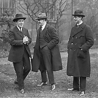L-R: Harry Boland, Michael Collins and Eamon de Valera, possibly during 1921 Truce. (Part of the Independent Newspapers Ireland/NLI Collection)