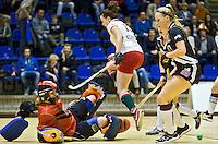 ROTTERDAM - Amsterdam coach Alyson Annan (m) na  de  finale zaalhockey om het Nederlands kampioenschap tussen de  vrouwen  van Amsterdam en MOP.  Amsterdam wint met 3-2. ANP KOEN SUYK