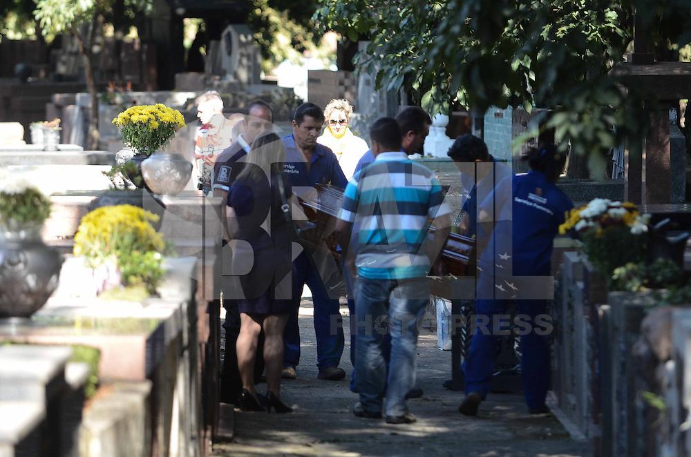 SAO PAULO, SP, 15 de MAIO 2013 -Mais de dois meses depois de ter sido exumado, o corpo de Marcos Matsunaga e enterrado novamente no jazigo da família, no cemiterio Sao Paulo no bairro de Pinheiros zona oeste na capital paulista(FOTO: ADRIANO LIMA / BRAZIL PHOTO PRESS).