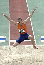 09-07-2006 ATLETIEK: NK BAAN: AMSTERDAM<br /> Jurgen Cools , verspringen<br /> ©2006-WWW.FOTOHOOGENDOORN.NL
