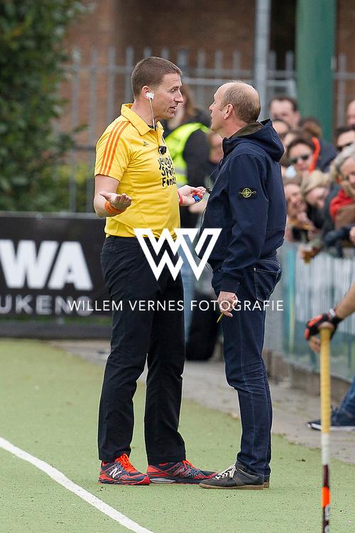 Eindhoven - OZ - HGC Heren, Hoofdklasse Hockey Heren, Seizoen 2015-2016, 30-04-2016, OZ - HGC, Michel van den Heuvel in gesprek met Bart de Liefde.