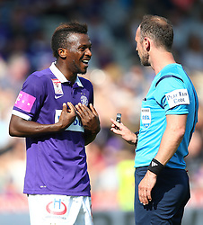 07.05.2016, Generali Arena, Wien, AUT, 1. FBL, FK Austria Wien vs FC Admira Wacker Moedling, 34. Runde, im Bild Olarenwaju Ayobami Kayode (FK Austria Wien) und Oliver Drachta (Referee, Schiedsrichter) // during Austrian Football Bundesliga Match, 34th Round, between FK Austria Vienna and FC Admira Wacker Moedling at the Generali Arena, Vienna, Austria on 2016/05/07. EXPA Pictures © 2016, PhotoCredit: EXPA/ Thomas Haumer