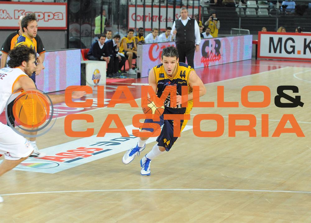 DESCRIZIONE :Roma Lega A 2010-11 Lottomatica Virtus Roma Fabi Shoes Montegranaro<br /> GIOCATORE : Dejan Ivanov<br /> SQUADRA : Fabi Shoes Montegranaro<br /> EVENTO : Campionato Lega A 2010-2011<br /> GARA : Lottomatica Virtus Roma  Fabi Shoes Montegranaro <br /> DATA : 06/01/2011<br /> CATEGORIA : Palleggio <br /> SPORT : Pallacanestro <br /> AUTORE : Agenzia Ciamillo-Castoria/A.Ciucci<br /> Fotonotizia : Roma Lega A 2010-11 Lottomatica Virtus Roma Fabi Shoes Montegranaro<br /> Predefinita :
