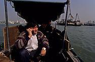 junks and fishermen on the pearl river; China and Macau  ///  pécheurs sur la rivière des perles entre la Chine et Macao /// R211/11    L1645  /  R00211  /  P0006584
