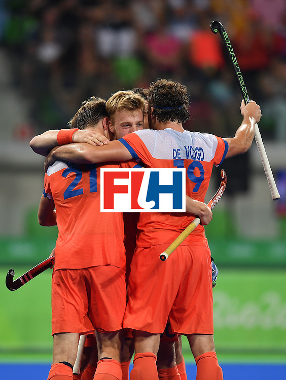 Netherland's Sander Baart (C) celebrates his team's fouth goal during the men's quarterfinal field hockey Netherlands vs Australia match of the Rio 2016 Olympics Games at the Olympic Hockey Centre in Rio de Janeiro on August 14, 2016. / AFP / MANAN VATSYAYANA        (Photo credit should read MANAN VATSYAYANA/AFP/Getty Images)