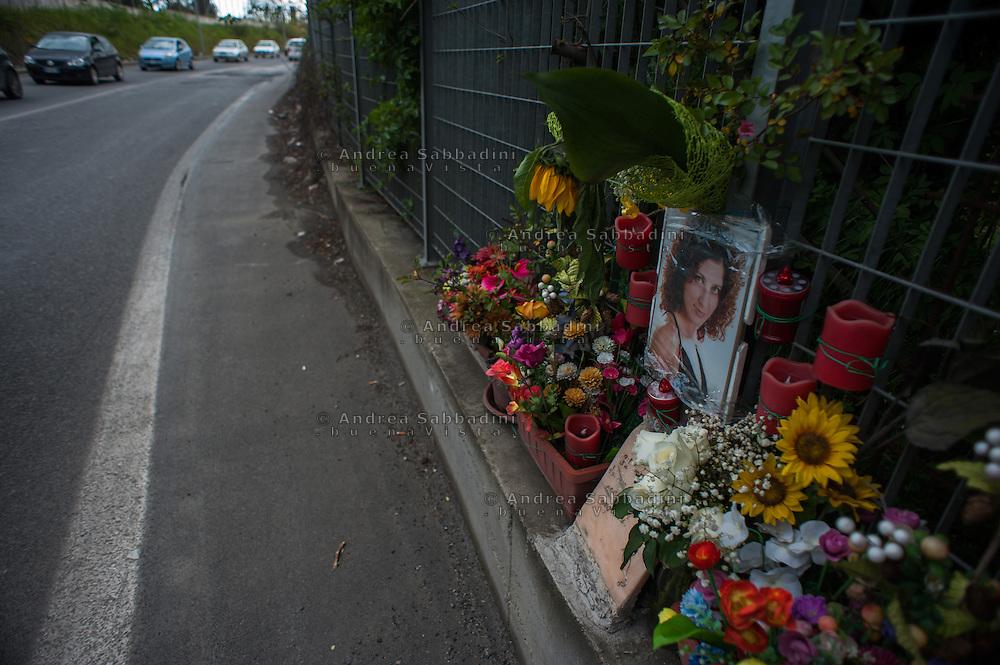 Roma, 04/04/2014: lapide sulla via Collatina in memoria di un incidente mortale - grave along the street in memory of a fatal car accident.