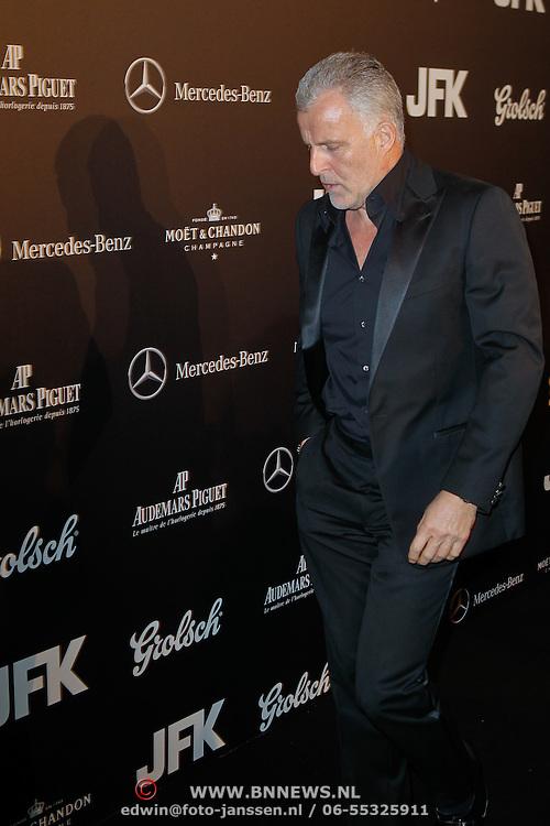 NLD/Amsterdam/20111029- JFK Greatest Man Award 2011, peter R. de Vries had er weer eens zin in en weigerde te poseren