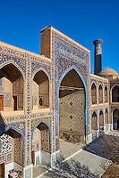 Ouzbékistan, Samarcande, classé Patrimoine Mondial de l'UNESCO, place du Reghistan, Medersa Tilla Kari, cour interieure  // Uzbekistan, Samarkand, Unesco World Heritage, the Reghistan, Tilla Kari Madrasah court