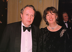 The EARL & COUNTESS DE LA WARR at a dinner in London on 17th November 1998.MMB 30