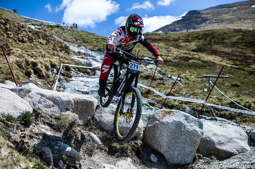 Nevis Range, Fort William, Scottish Highlands, UK. 14th May 2016. Mountain bikers compete in the British Downhill Series on Nevis Range in the Scottish Highlands. © Chris Strickland / Alamy Live News