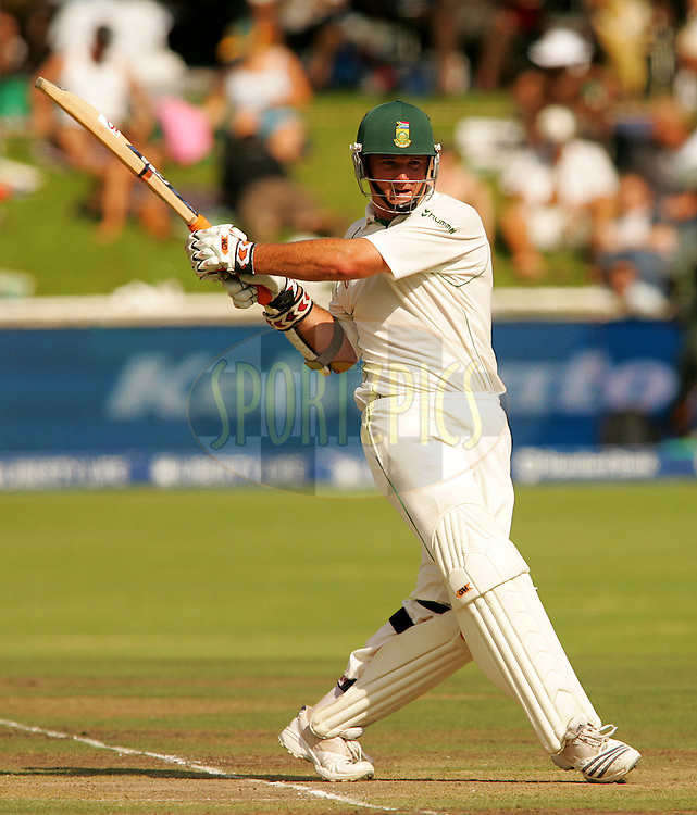 WESTERN CAPE, SOUTH AFRICA - 26th January 2007, Graeme Smith during day 1 of the third test between South Africa and Pakistan held at Newlands Stadium, Cape Town...Photo by RG/Sportzpics.net..