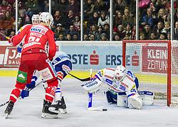 28.12.2018, Stadthalle, Klagenfurt, AUT, EBEL, EC KAC vs EC VSV, 32. Runde, im Bild Marco RICHTER (EC KAC, #81), Dan Bakala (EC Panaceo VSV, #39) // during the Erste Bank Eishockey League 32th round match between EC KAC and EC VSV at the Stadthalle in Klagenfurt, Austria on 2018/12/28. EXPA Pictures © 2018, PhotoCredit: EXPA/ Gert Steinthaler