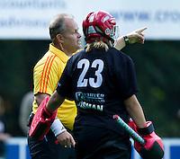 BILTHOVEN - Scheidsrechter Jasper Nagtzaam  , zondag tijdens de hoofdklasse competitiewedstrijd tussen de vrouwen van SCHC en MOP (5-0). COPYRIGHT KOEN SUYK