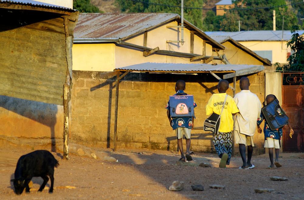 Natitingou November 2006 - Children on their way to school in Natitingou, Benin © Jean-Michel Clajot