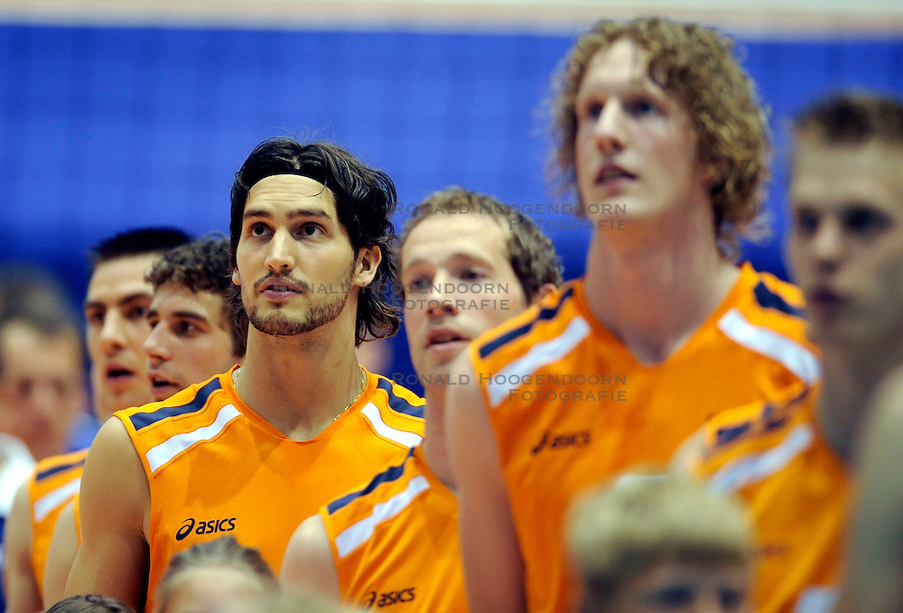 17-05-2008 VOLLEYBAL: EK KWALIFICATIE NEDERLAND - LETLAND: ROTTERDAM<br /> Nederland wint ook de tweede wedstrijd met overtuigende cijfers 3-0 / Robert Horstink<br /> &copy;2008-WWW.FOTOHOOGENDOORN.NL