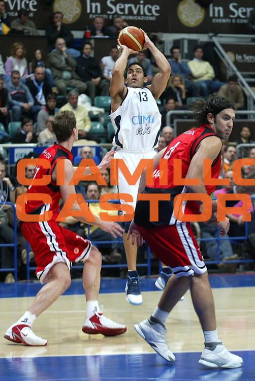 DESCRIZIONE : Bologna Eurolega 2006-07 Climamio Fortitudo Bologna Tau Vitoria <br /> GIOCATORE : Bluthenthal <br /> SQUADRA : Climamio Fortitudo Bologna <br /> EVENTO : Eurolega 2006-2007 <br /> GARA : Climamio Fortitudo Bologna Tau Vitoria <br /> DATA : 17/01/2007 <br /> CATEGORIA : Tiro <br /> SPORT : Pallacanestro <br /> AUTORE : Agenzia Ciamillo-Castoria/L.Villani <br /> Galleria : Eurolega 2006-2007 <br /> Fotonotizia : Bologna Eurolega 2006-2007 Climamio Fortitudo Bologna Tau Vitoria <br /> Predefinita : si