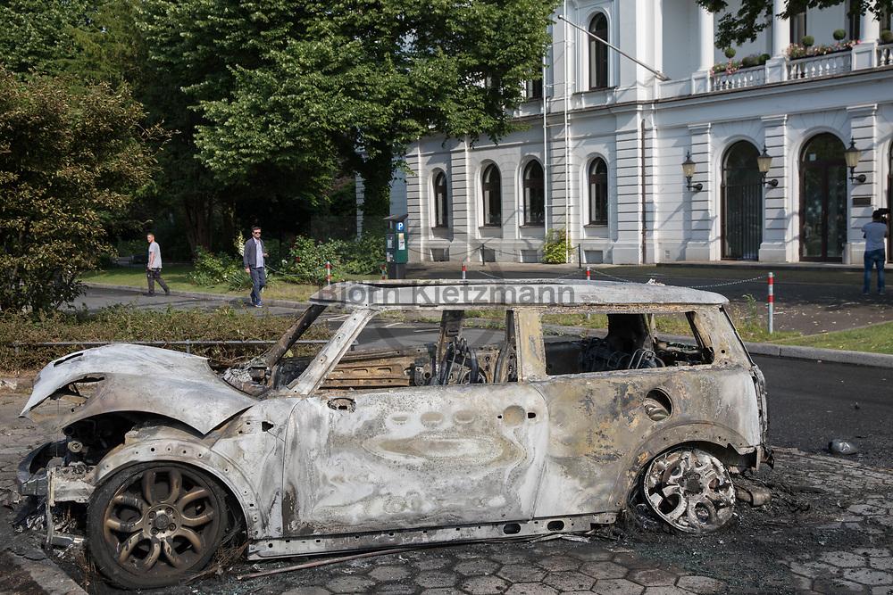 Hamburg, Germany - 07.07.2017<br /> <br /> Anti G20 protests in Hamburg. In the morning hours numerous vehicles were set on fire in Hamburg-Altona.<br /> <br /> Anti G20-Proteste in Hamburg. In den Morgenstunden wurden zahlreiche Fahrzeuge in Hamburg-Altona angezuendet.<br /> <br /> Photo: Bjoern Kietzmann