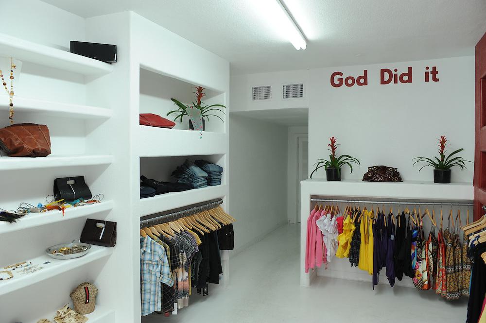 Unique Design Boutique, inklusive im Boden versenkter Bibel. Design district, Miami..Florida 2009..Foto © Stefan Falke.