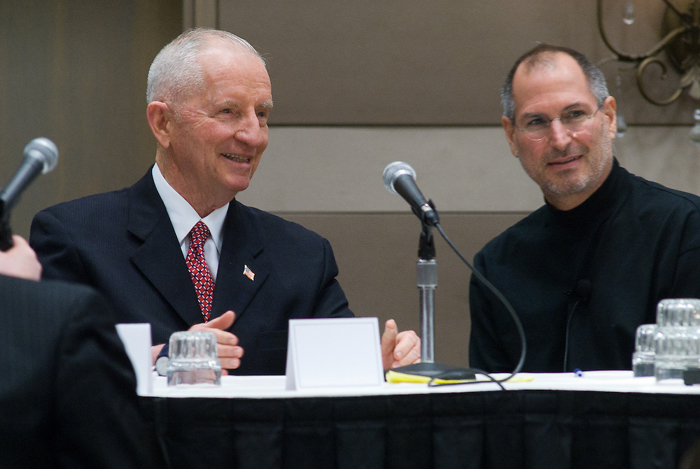 Ross Perot (L) and Apple CEO Steve Jobs visit after Perot's keynote address at the Texas Public Education Reform Foundation, February 16, 2007 in Austin, Texas.  Jobs participated along with Dell Chairman and CEO Michael Dell in a panel discussion about technology and education.