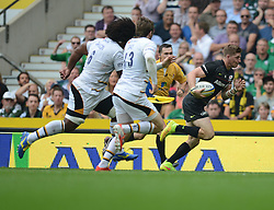 Wasps Winger Christian Wade attacks down the wing.- Photo mandatory by-line: Alex James/JMP - 07966 386802 - 06/09/2014 - SPORT - RUGBY UNION - London, England - Twickenham Stadium - Saracens v Wasps - Aviva Premiership London Double Header.