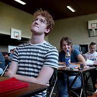 Nederland. Maastricht. 11 mei 2015.<br /> Eindexamenklas VWO vlak voor het examen in de gymzaal van Porta Mosana college.