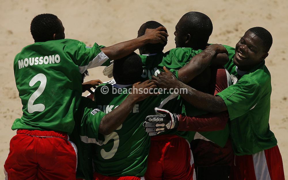 Football-FIFA Beach Soccer World Cup 2006 - Group D- Nigeria - Bahrain, Beachsoccer World Cup 2006. Nigeria's players   - Rio de Janeiro - Brazil 06/11/2006. Mandatory credit: FIFA/ Manuel Queimadelos