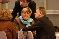 08 DEC 2002, BERLIN/GERMANY:<br /> Claudia Roth, MdB, B90/Gruene, ehem. Bundesvorsitzende, und Fritz Kuhn, MdB, B90/Gruene, ehem. Bundesvorsitzender, am Tag nach der Abstimmungsniederlage, Buendnis 90 / Die Gruenen Bundesdelegiertenkonferenz, Congress Centrum Hannover<br /> IMAGE: 20021208-01-038<br /> KEYWORDS: Green Party, party congress, Bündnis 90 / Die Grünen, Parteitag, BDK,