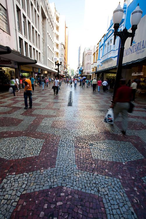 Juiz de Fora_MG, Brasil...Pessoas na rua da cidade de Juiz de Fora...People in the street in Juiz de Fora...Foto: LEO DRUMOND / NITRO.