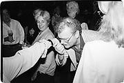 Howard Stringer at Ben Bradlee book party, given by Howard Stringer and Jennifer Pattersa, E.Hampton, 26th August 1995© Copyright Photograph by Dafydd Jones 66 Stockwell Park Rd. London SW9 0DA Tel 020 7733 0108 www.dafjones.com