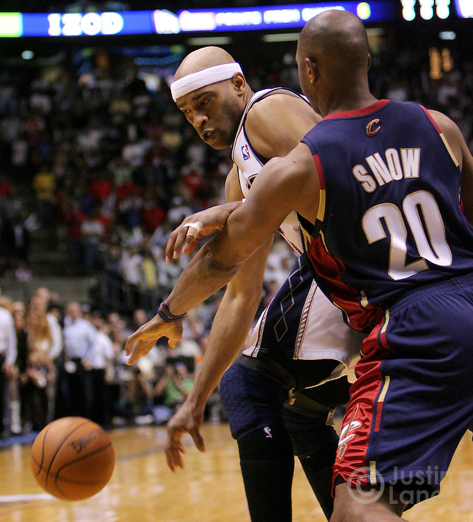 The Nets' Vince Carter (L) loses control of the ball next to the Cavaliers' Eric Snow (R) during the final seconds of the fourth quarter of game 4 of the Eastern conference semifinals between the Cleveland Cavaliers and the New Jersey Nets at Continental Airlines Arena in East Rutherford, New Jersey on 14 May 2007. The Cavaliers won 87-85 and lead the series 3-1.