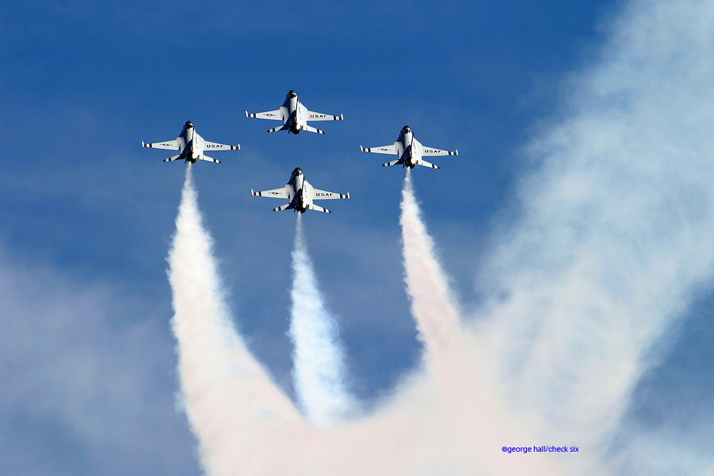 USAF Thunderbirds in F-16C Falcons