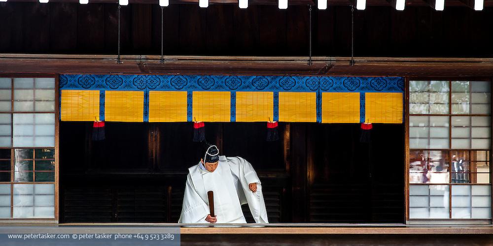 Shinto Priest(?), Meiji Shrine, Yoyogi Park, Harajuku, Tokyo, Japan.