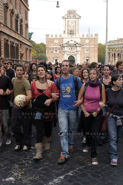 Roma 16 Ottobre 2008.Manifestazione degli studenti universitari contro la riforma Gelmini.Rome 16 October 2008 .Demonstration against the reform Gelmini of university students