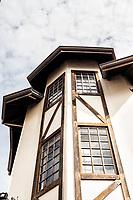 Edifício no centro da cidade com estilo enxaimel. Joinville, Santa Catarina, Brasil. / <br /> Timber frame building in downtown. Joinville, Santa Catarina, Brazil.