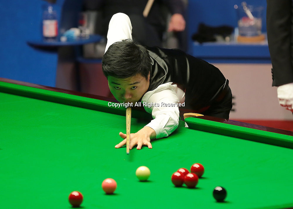 30.04.2016. The Crucible, Sheffield, England. World Snooker Championship. Semi Final, Ding Junhui versus Alan McManus.   Ding Junhui pots his his way to the Betfred World Snooker Championship Final, beating Alan McManus 17 frames to 11
