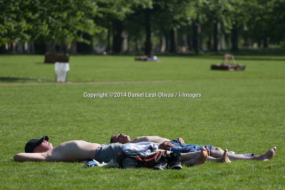 People enjoying one of the warmest days in London. Hyde Park, Central London, United Kingdom. Friday, 16th May 2014. Picture by Daniel Leal-Olivas / i-Images