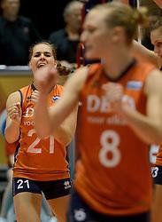 10-08-2014 NED: FIVB Grand Prix Polen - Nederland, Doetinchem<br /> Esther van Berkel