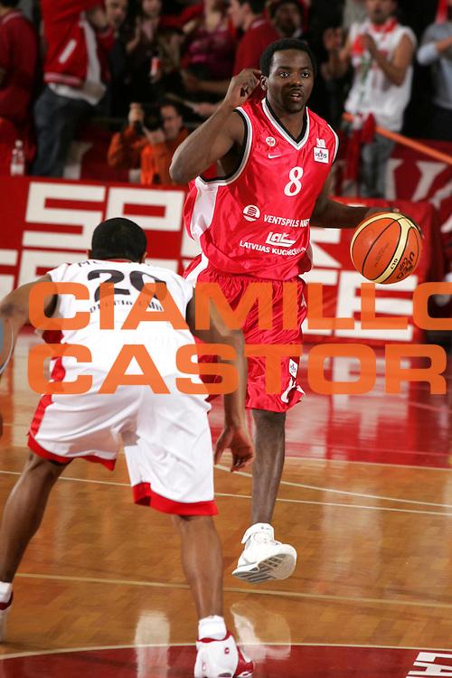 DESCRIZIONE : Reggio Emilia Uleb Cup 2005-06 Landi Renzo Reggio Emilia Bc Ventspils <br /> GIOCATORE : Clemons <br /> SQUADRA : Bc Ventspils <br /> EVENTO : Uleb Cup 2005-2006 <br /> GARA : Landi Renzo Reggio Emilia Bc Ventspils <br /> DATA : 07/02/2006 <br /> CATEGORIA : Palleggio <br /> SPORT : Pallacanestro <br /> AUTORE : Agenzia Ciamillo-Castoria/Fotostudio 13 <br /> Galleria : Uleb Cup 2005-2006 <br /> Fotonotizia : Reggio Emilia Uleb Cup 2005-2006 Landi Renzo Reggio Emilia Bc Ventspils <br /> Predefinita :