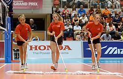 08-08-2014 NED: FIVB Grand Prix Nederland - Puerto Rico, Doetinchem<br /> Moppers, vloervegers, ballenkinderen, crew