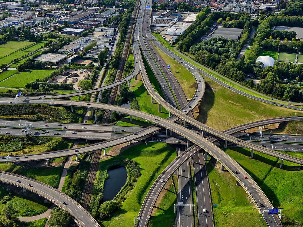 Nederland, Zuid-Holland, Den Haag, 14-09-2019; Prins Clausplein, verkeersknooppunt tussen A4 en A12. Naar boven de Utrechtsebaan richting centrum Den Haag<br /> Prins Clausplein, traffic junction between A4 and A12.<br /> luchtfoto (toeslag op standard tarieven);<br /> aerial photo (additional fee required);<br /> copyright foto/photo Siebe Swart