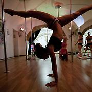 Verticaldolls - Scuola di Pole Dance