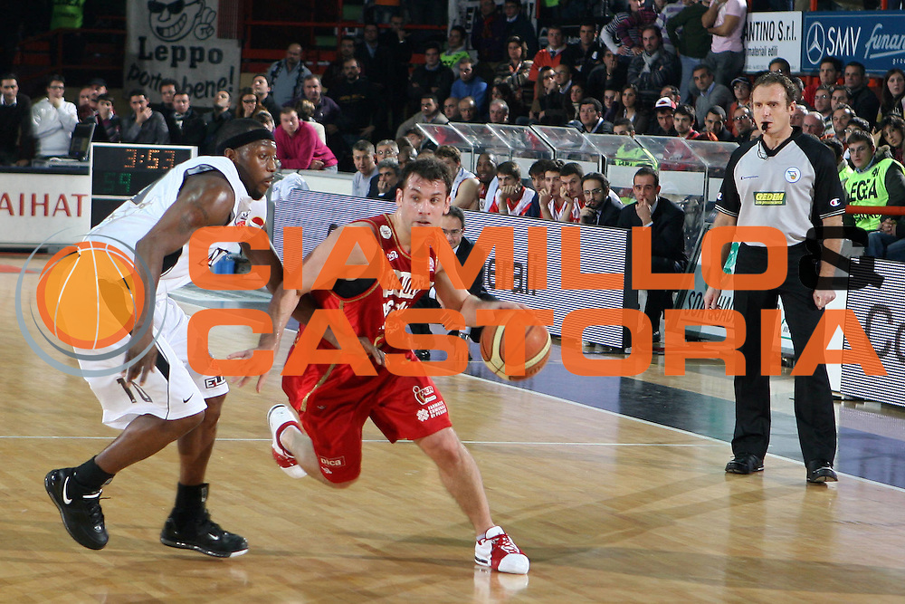 DESCRIZIONE : Caserta Lega A1 2008-09 Eldo Caserta Scavolini Spar Pesaro<br /> GIOCATORE : Maximiliano Stanic<br /> SQUADRA : Scavolini Spar Pesaro<br /> EVENTO : Campionato Lega A1 2008-2009 <br /> GARA : Eldo Caserta Scavolini Spar Pesaro<br /> DATA : 10/12/2008 <br /> CATEGORIA : palleggio<br /> SPORT : Pallacanestro <br /> AUTORE : Agenzia Ciamillo-Castoria/E.Castoria<br /> Galleria : Lega Basket A1 2008-2009 <br /> Fotonotizia : Caserta Campionato Italiano Lega A1 2008-2009 Eldo Caserta Scavolini Spar Pesaro<br /> Predefinita :