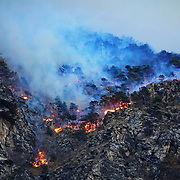 In Valsusa  continua l'emergenza incendi, nelle foto il fronte del fuoco sopra Monpantero (TO) 29/10/2017